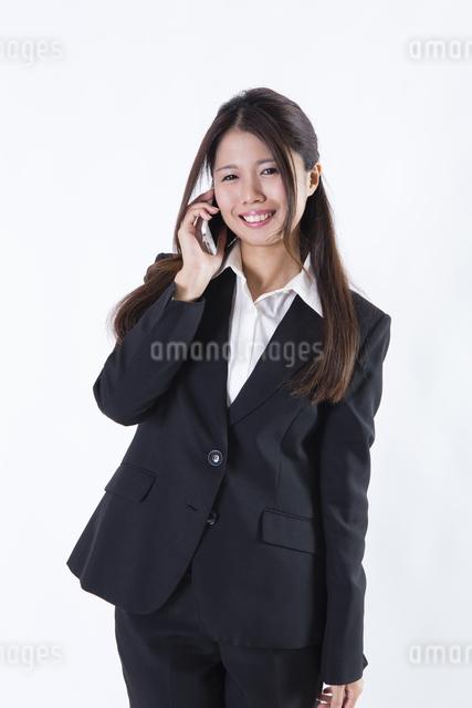 スーツを着た女性の写真素材 [FYI04261290]