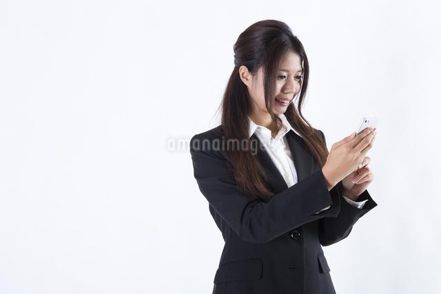 スーツを着た女性の写真素材 [FYI04261294]
