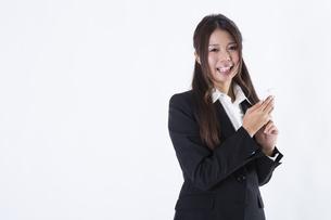 スーツを着た女性の写真素材 [FYI04261296]