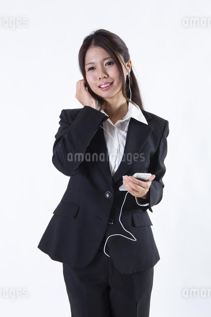 スーツを着た女性の写真素材 [FYI04261303]