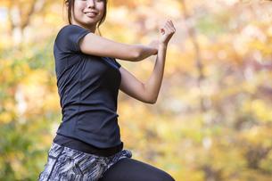 スポーツウェアを着た女性の写真素材 [FYI04261357]