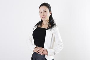 女性のポートレートの写真素材 [FYI04261511]