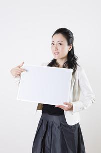 女性のポートレートの写真素材 [FYI04261525]