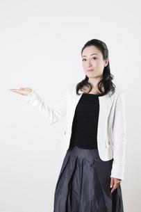 女性のポートレートの写真素材 [FYI04261529]