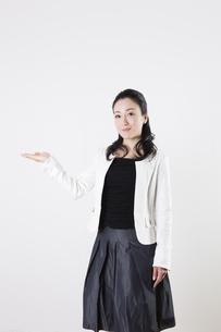 女性のポートレートの写真素材 [FYI04261530]