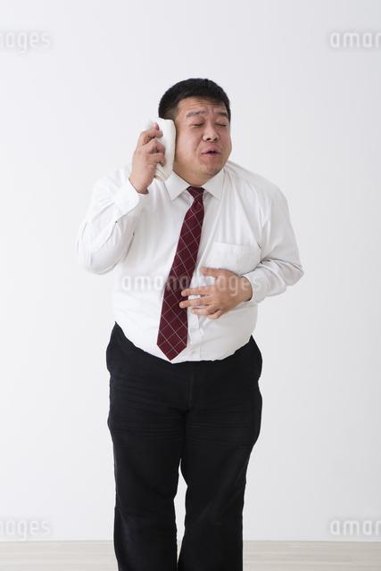 スーツを着た男性の写真素材 [FYI04261638]