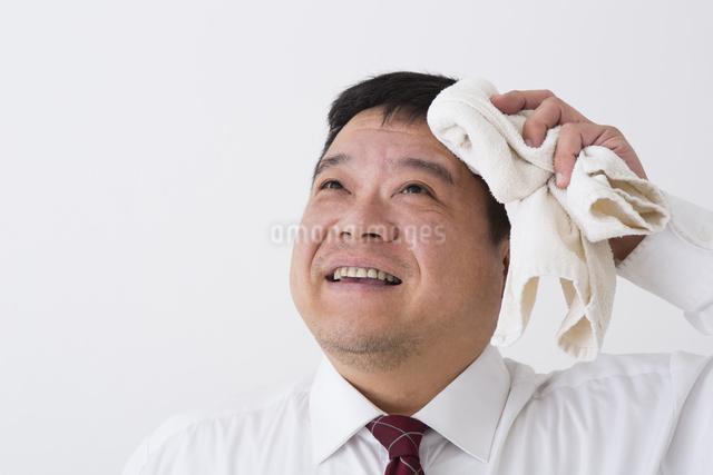 スーツを着た男性の写真素材 [FYI04261651]