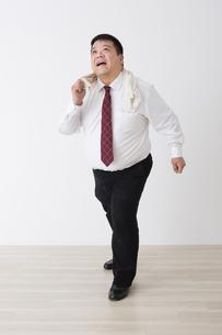 スーツを着た男性の写真素材 [FYI04261653]