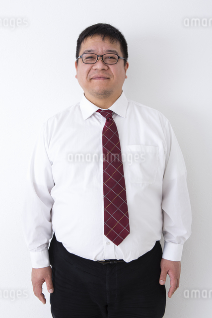 スーツの男性の写真素材 [FYI04261835]