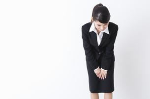 スーツを着た女性の写真素材 [FYI04261877]