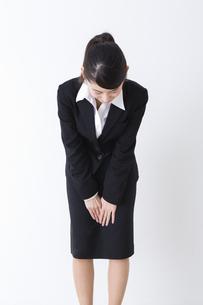 スーツを着た女性の写真素材 [FYI04261880]
