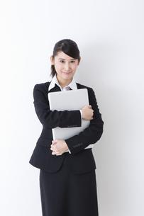 スーツを着た女性の写真素材 [FYI04261882]