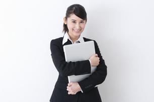 スーツを着た女性の写真素材 [FYI04261884]