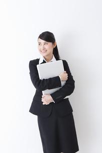 スーツを着た女性の写真素材 [FYI04261886]