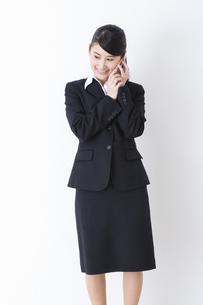 スーツを着た女性の写真素材 [FYI04261888]
