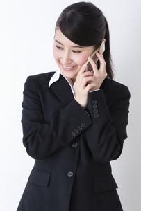 スーツを着た女性の写真素材 [FYI04261889]