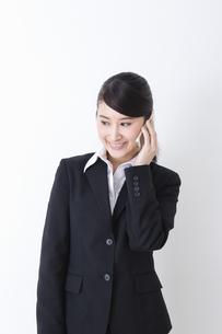スーツを着た女性の写真素材 [FYI04261890]