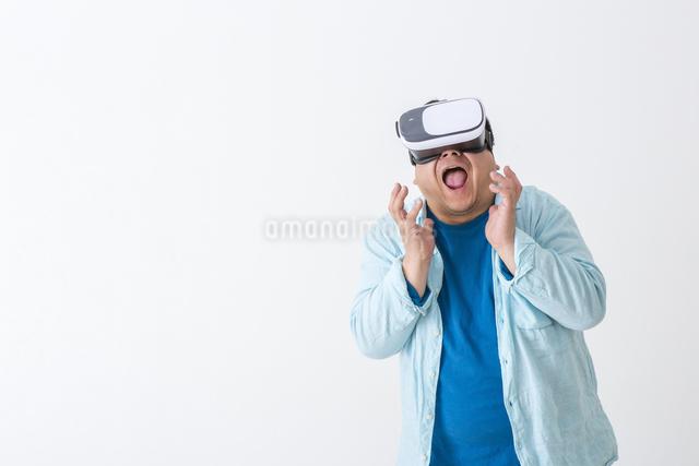 VRをつけた男性の写真素材 [FYI04262118]