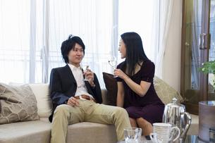 ディナーを楽しむカップルの写真素材 [FYI04263133]