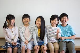 教室の小学生の写真素材 [FYI04263850]