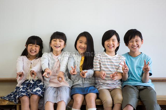 教室の小学生の写真素材 [FYI04263855]
