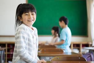 教室の小学生の写真素材 [FYI04263873]