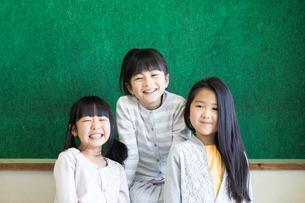 教室の小学生の写真素材 [FYI04263925]
