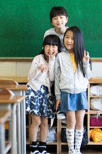 教室の小学生の写真素材 [FYI04263926]
