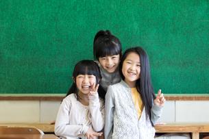 教室の小学生の写真素材 [FYI04263929]