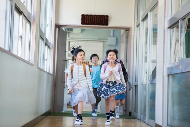 ランドセルを背負った小学生の写真素材 [FYI04263950]