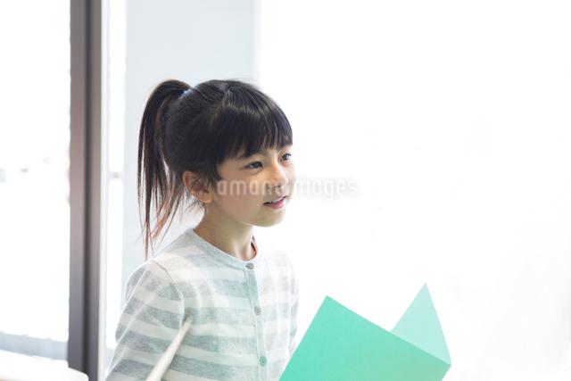 音楽の授業を受ける小学生の写真素材 [FYI04264134]
