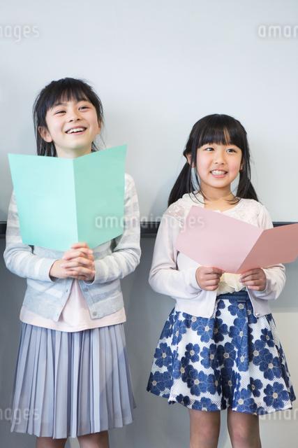 音楽の授業を受ける小学生の写真素材 [FYI04264158]
