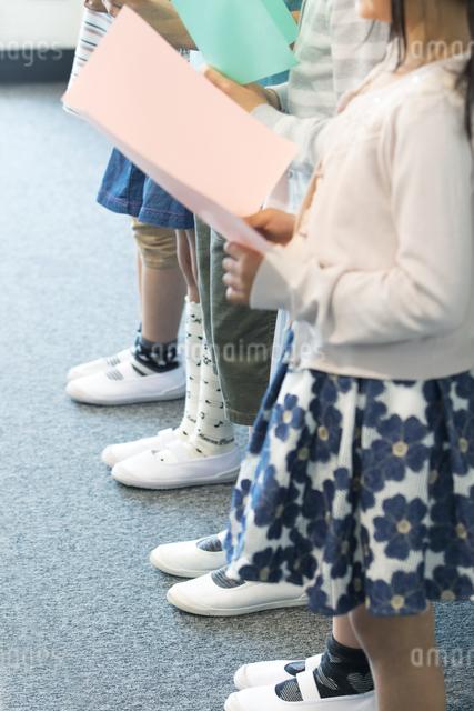 音楽の授業を受ける小学生の写真素材 [FYI04264169]