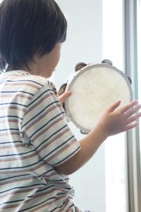 音楽の授業を受ける小学生の写真素材 [FYI04264174]
