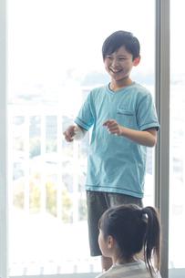 音楽の授業を受ける小学生の写真素材 [FYI04264183]