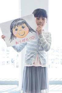 母の日の小学生の写真素材 [FYI04264319]