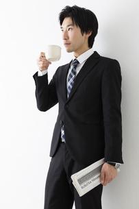 若いビジネスマンのコーヒーブレイクの写真素材 [FYI04265549]