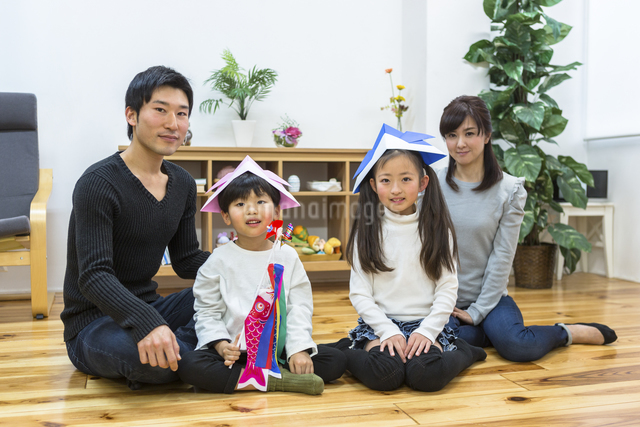 子供の日の家族の写真素材 [FYI04266484]