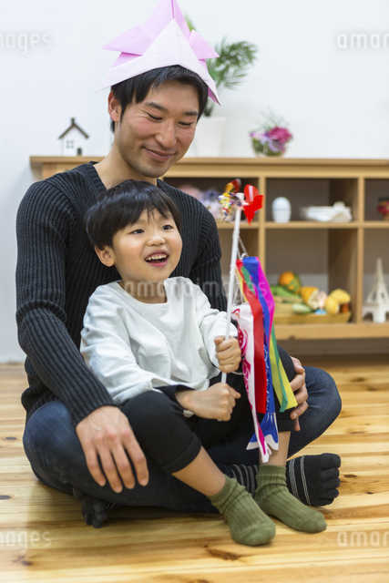 子供の日の家族の写真素材 [FYI04266488]