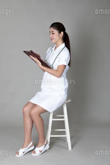 ナース服の女性の写真素材 [FYI04268586]