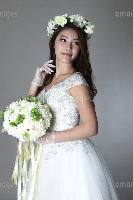 ウェディングドレスを着た女性の写真素材 [FYI04268664]
