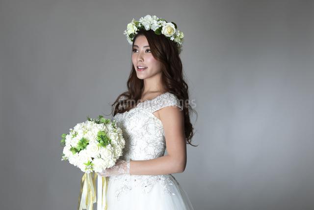 ウェディングドレスを着た女性の写真素材 [FYI04268665]