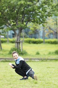 準備運動する女性の写真素材 [FYI04269274]