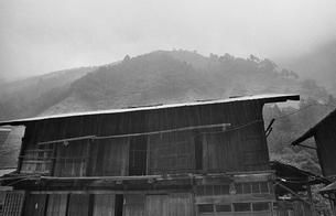 日本、山梨県、北都留郡丹波山村、保之瀬、奥多摩、丹波山村、山村、民家、山間、昭和、昭和47年7月、昭和の写真素材 [FYI04270250]