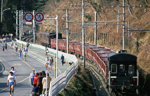 ED16電気機関車牽引の貨物列車の写真素材 [FYI04270315]