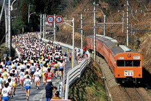 臨時 青梅マラソン号 マラソンランナー応援電車の写真素材 [FYI04270320]