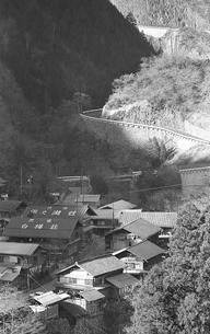 冬日の丹波山村保之瀬の写真素材 [FYI04270352]