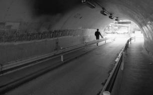 山手線下のトンネルの写真素材 [FYI04270364]