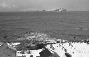漁船と焼尻島の写真素材 [FYI04270514]