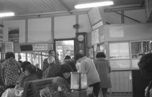 三国港駅改札待合室の写真素材 [FYI04270538]